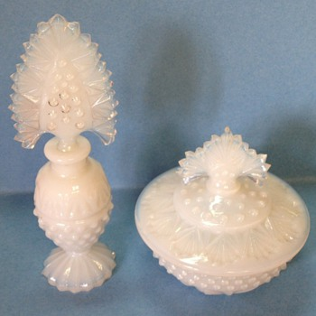 dresser set like Hedgewalkers - white opalescent - Bottles