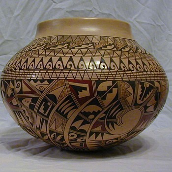 Antoinette Silas pot - Native American