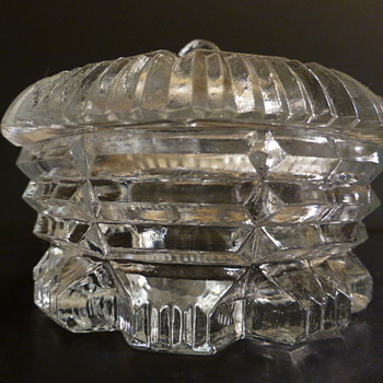 Covered crystal trinket dish - Glassware