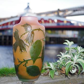 D'ARGENTAL CAMEO GLASS VASE FRANCE - Art Glass