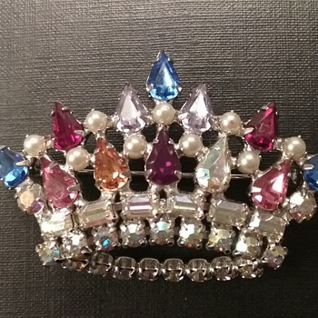 B David crown brooch  - Costume Jewelry