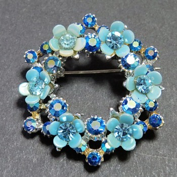 Pretty Blue Wreath Brooch - Costume Jewelry