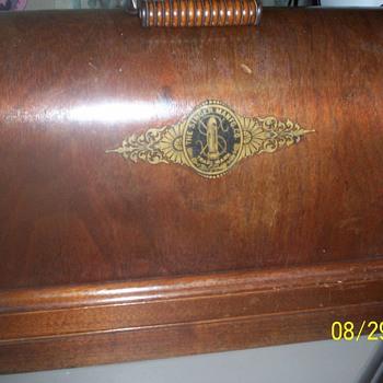 Singer Hand Crank ,model 3VS, 1893. Clydebank, Scotland - Sewing