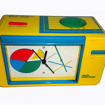 Vintage ERTL Quartz AM-FM Clock Radio - Radios