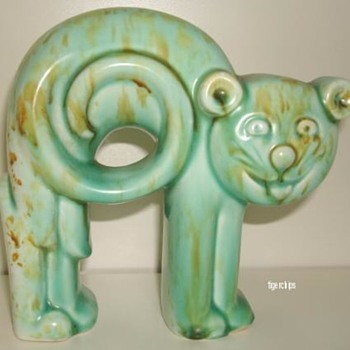 Green Art Deco pottery cat - Pottery