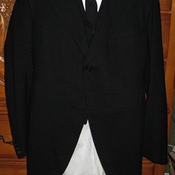 Mourning Suit From October 1900 - Mens Clothing