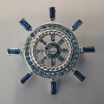 Monet ship's wheel brooch  - Costume Jewelry