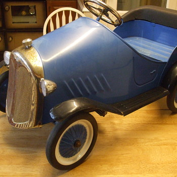 Can Anyone tell me anything about this Pedal Car. - Model Cars