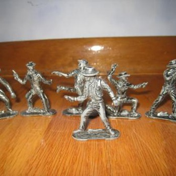 Vintage metal toy cowboys and indians figurine set - Toys