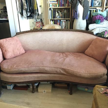 Do you know the year of this settee? - Furniture