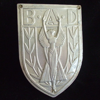 Need Help on Classic  ART DECO SHIELD B.A.D. - Art Deco