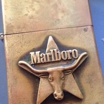 1980 Marlboro bull on a star lighter - Tobacciana