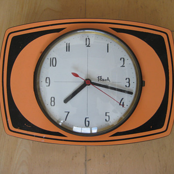Vintage 60's or 70's French Flash transistor wall clock.  - Clocks