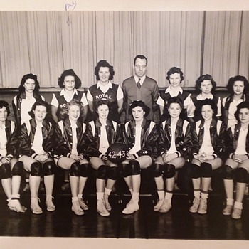1943 Royal, Iowa girls HS basketball team - Photographs