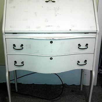 Help identifying small desk - Furniture