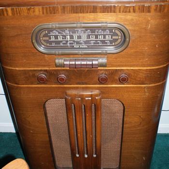 RCA Victor Stand up Radio  - Radios