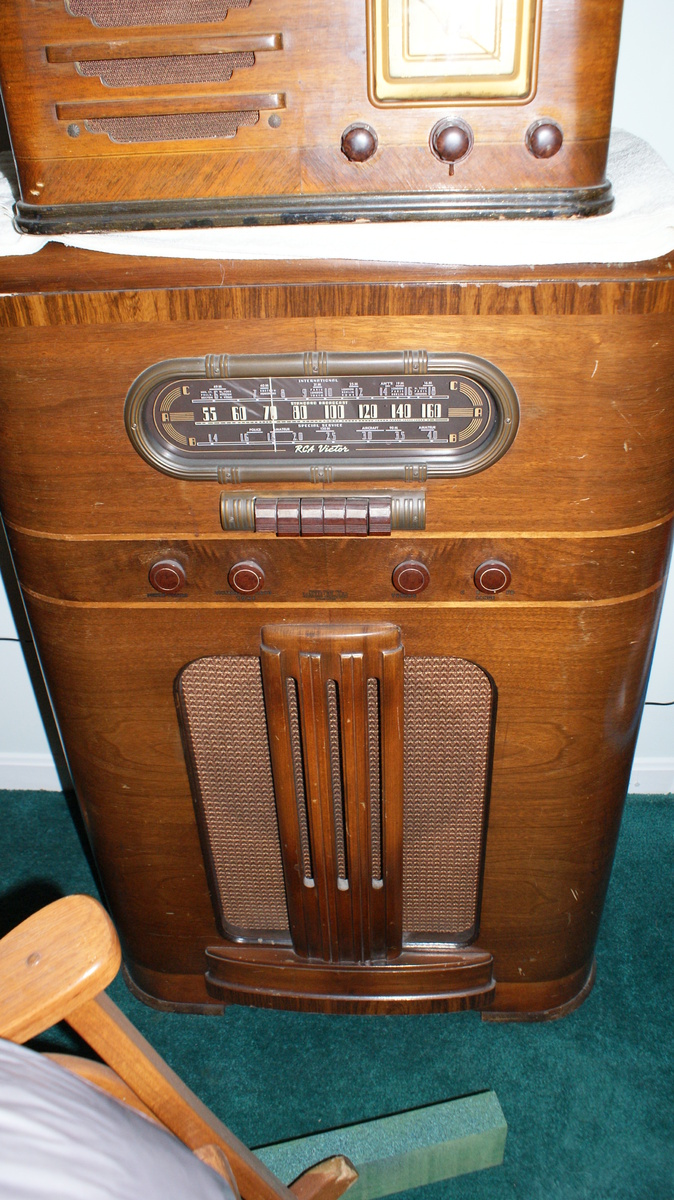 RCA Victor Stand up Radio | Collectors Weekly