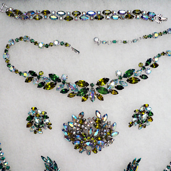 A Green Set of Signed Sherman Necklace Brooch Parure - Costume Jewelry