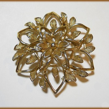 Sarah Coventry Canada - Vintage Brooch - Costume Jewelry