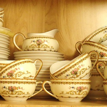 NORITAKE  China Carltonia 88 pieces ended in 1921 (I read on Internet)