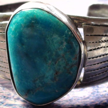 RICHARD HOSKIE genuine Navajo Sterling, is the mark of this Bracelet R  Is it?  - Native American