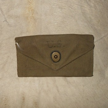 WWII US Army First Aid Pouch 1943 - Military and Wartime