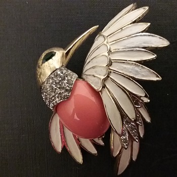 Jomaz hummingbird brooch  - Costume Jewelry