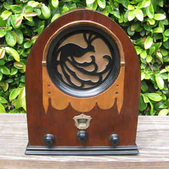 Rare Wood Jackson-Bell Peacock Tube Radio Model 62 from 1930 - Radios