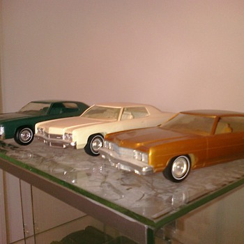 Impalas.... Americas most driven car.  Love the styling of the early Cadillac inspired 70;s cars... - Model Cars