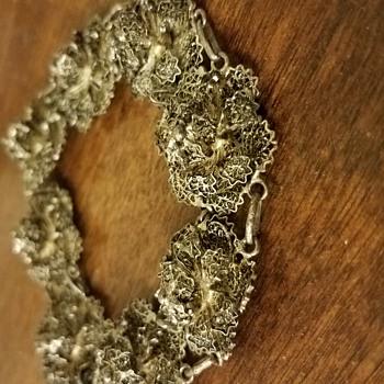 I'm curious about this bracelet