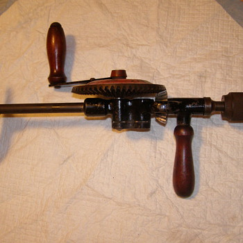 HAND DRILL-WITH 2 DIFFERANT GEARS-HIGH & LOW!VERY COOL