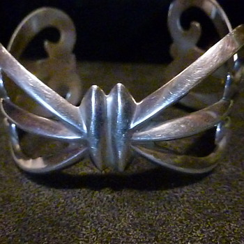 I love this silver bracelet - Silver