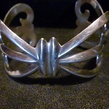 I love this silver bracelet