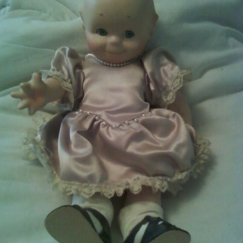 Need help/Information on this cutie ---  - Dolls