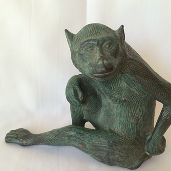 Bronze cast monkey - Animals