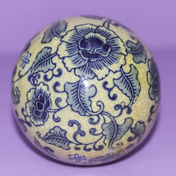 VINTAGE SOLID CERAMIC BLUE AND WHITE PATTERN BALL  - Pottery