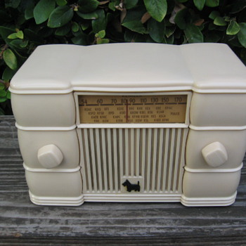 Art Deco Remler Scottie Dog Tube Radio Model 49