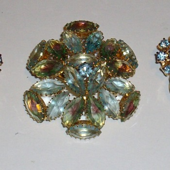 Unsigned set. - Costume Jewelry