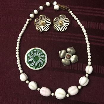 Dollar box items - Costume Jewelry