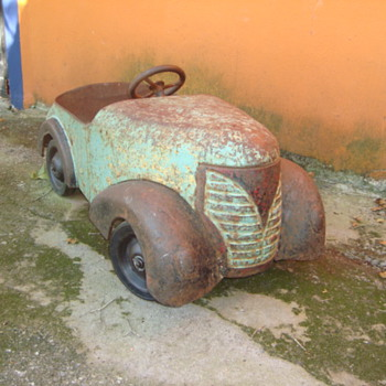 1937 Garton Ford pedal car, found in Monterrey, Mexico  - Toys
