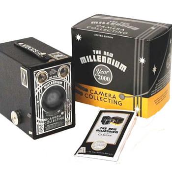 Brownie Target Six-16 The New Millennium - Cameras