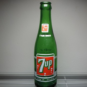 1965 7UP Soda Bottle ACL Anchor Hocking Glass Green 7 Ounces Collectible - Advertising