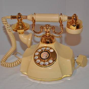 Western Electric French Rotary phone with Silhouette - Telephones