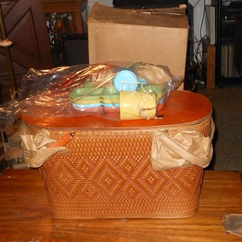 Redmon or Red-Man Picnic Basket 1950s Never Used - Kitchen