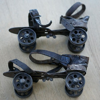 FRANCE 1900 Old roller skates - Sporting Goods