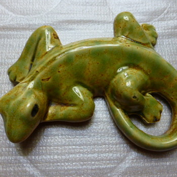 Pottery lizard marked 8219 - Pottery