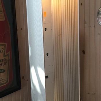 Mystery aluminum phone booth - Telephones