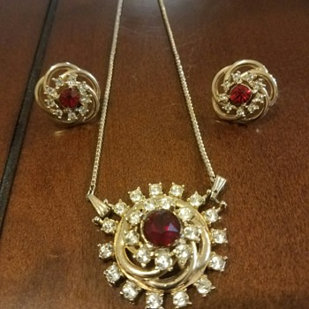 Beautiful Glowing Necklace-Brooch and Earrings Set  - Costume Jewelry