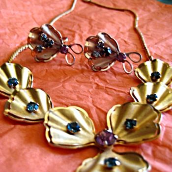 1930s Vintage Rhinestone layer petals Choker & Earrings Set by BUGBEE & NILE CO. - Costume Jewelry