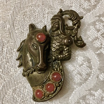 Knight and horse brooch - Costume Jewelry